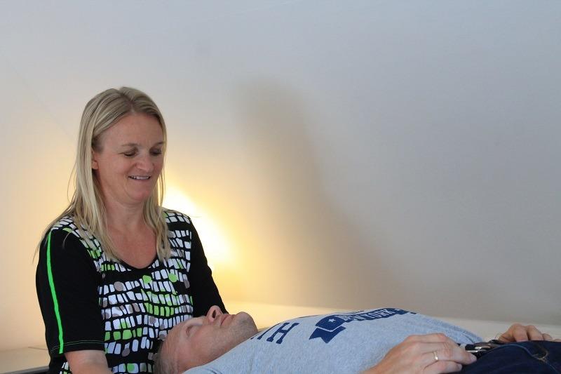 ont i ryggen behandles med biodynamisk kranio sakral terapi