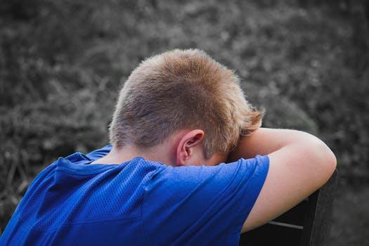 Teenager får hjælp af kranio-sakral terapi