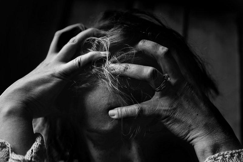 smerter behandles med psykoterapi, da de skyldes gamle chok og traumer